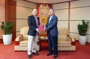 Lãnh đạo Petrovietnam tiếp Đại sứ Đặc mệnh toàn quyền Việt Nam tại Cộng hoà Angola