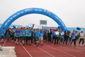 """Hơn 1.300 sinh viên Đại học TN&MT Hà Nội tham gia giải chạy """"Tết ấm cho người nghèo – Vì miền Trung thương yêu"""""""