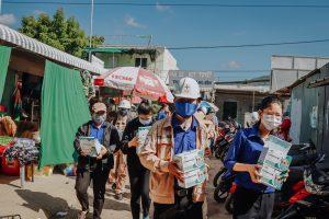 Đoàn thanh niên Nhà máy Nhiệt điện Vĩnh Tân 4 tuyên truyền công tác phòng chống dịch COVID-19 và phát khẩu trang, nước rửa tay miễn phí cho người dân xã Vĩnh Tân